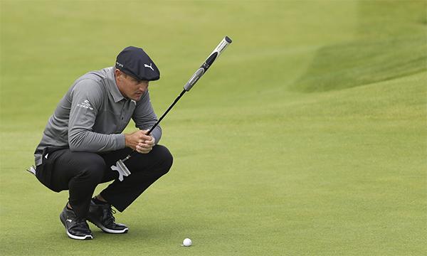 DeChambeau nổi tiếng là một trong những golfer gây ức chế nhiều nhất cho bạncùng nhóm vì đánh chậm. Ảnh: AP.