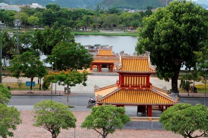 khu vực trước Phu Văn Lâu được chọn là địa điểm xuất phát và về đích.