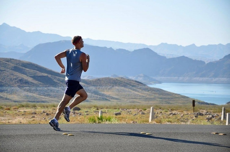 Chạy bộ là phương thức đơn giản, hiệu quả để cải thiện sức khỏe. Ảnh: Life Hack.