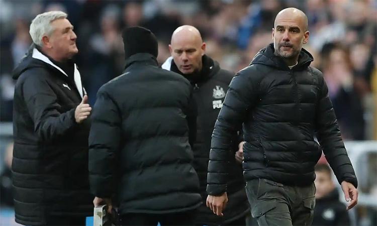 HLV Guardiola không giấu thất vọng sau tiếng còi tan cuộc. Ảnh: Reuters.