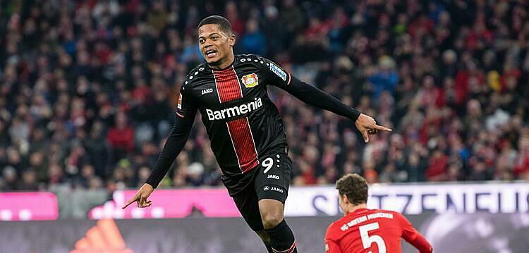 Bailey mừng cú đúp vào lưới Bayern. Ảnh: Tellereport.