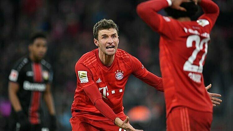 Muller ghi bàn nhưng không thể giúp Bayern thoát thua. Ảnh: Tellereport.