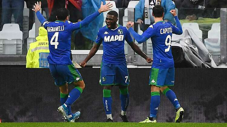 Boga (số 7) mừng bàn gỡ hòa với đồng đội. Ảnh: Diretta.