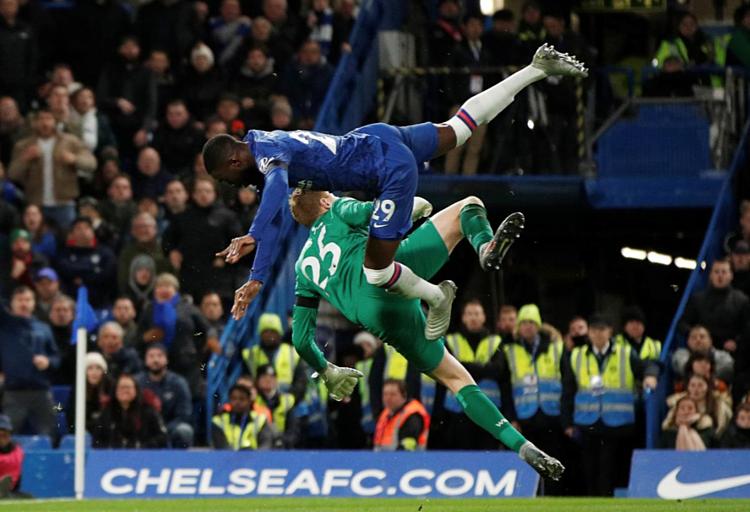 Chelsea không tạo ra được đủ nhiều cơ hội để có thể gây đột biến trước hàng thủ và thủ môn West Ham. Ảnh: Reuters.