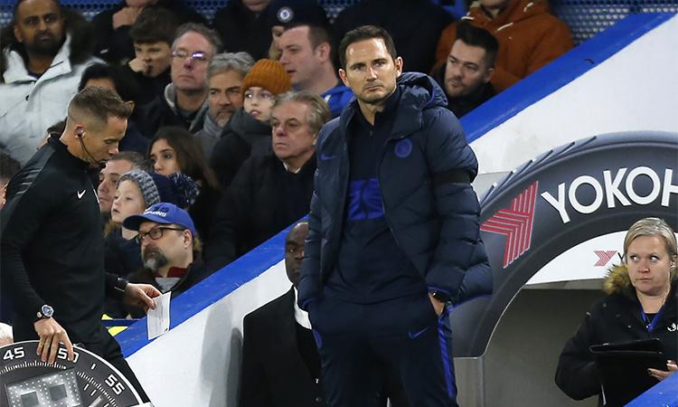 Lampard trầm ngâm khi đội nhà bất lực trước West Ham. Ảnh: ChelseaFC / Twitter.