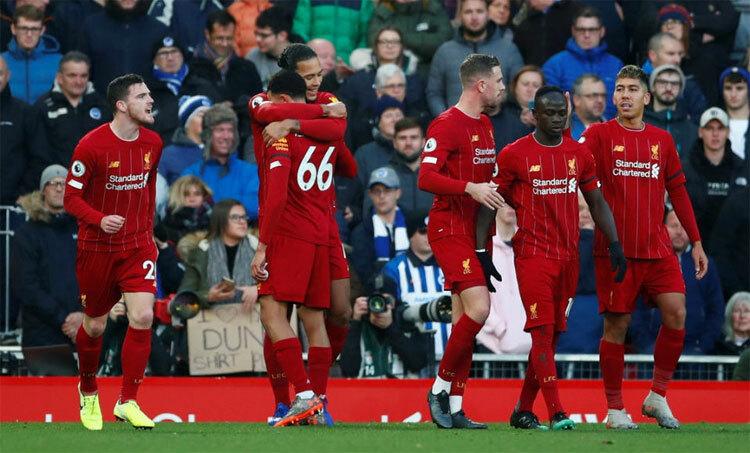 Trung vệ Van Dijk bất ngờ ghi cả hai bàn trong chiến thắng trước Brighton. Ảnh: Reuters