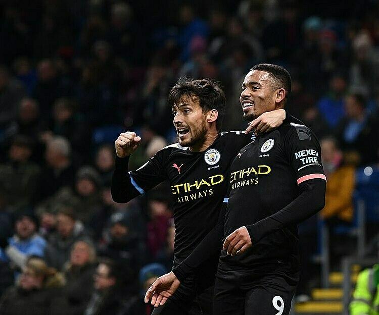 Jesus (phải) ghi hai bàn đầu tiên cho Man City ở trận gặp Burnley. Ảnh: REX.