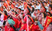Người hâm mộ TP HCM vỡ òa trước chiến thắng Singapore