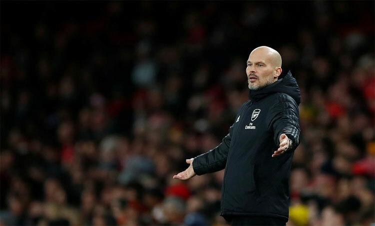 Ljungberg chưa tìm được lối ra cho Arsenal. Ảnh: Reuters