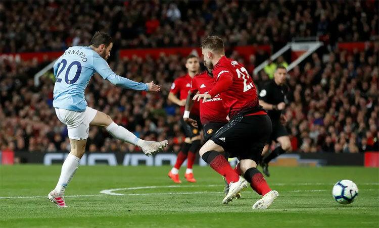 Man City thường lấn át Man Utd trong những trận derby gần đây. Ảnh: Reuters