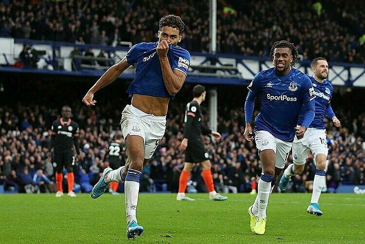 Calvert-Lewin (trái) mừng cú đúp ở trận gặp Chelsea. Ảnh: Reuters.