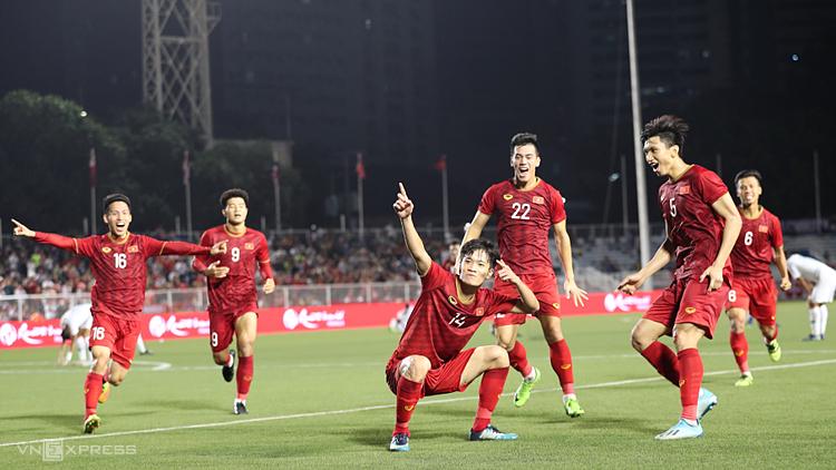 Hoàng Đức ăn mừng bàn thắng vào lưới Indonesia ở vòng bảng SEA Games 30. Ảnh: Đức Đồng