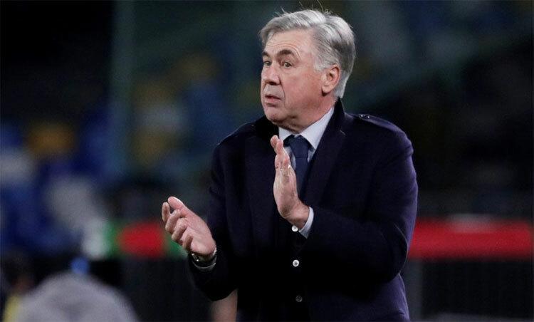 Ancelotti chia tay chỉ sau hơn một mùa dẫn dắt Napoli. Ảnh: Reuters