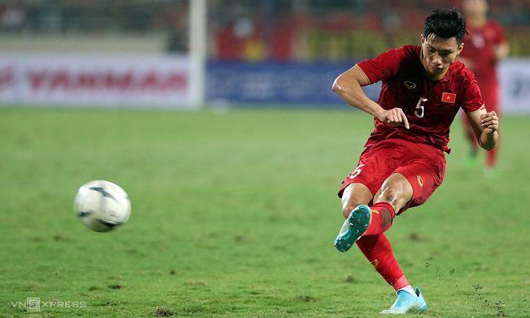 Văn Hậu có cơ hội trở thành cầu thủ Việt Nam đầu tiên đoạt giải thưởng cá nhân năm của AFC. Ảnh: Đức Đồng.