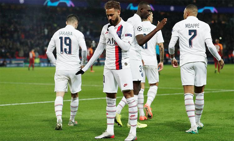 Kiểu chia vui mới của Neymar. Ảnh: Reuters