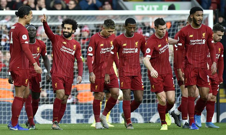Salah (thứ ba từ trái sang) chia vui với đồng đội. Ảnh: AP.