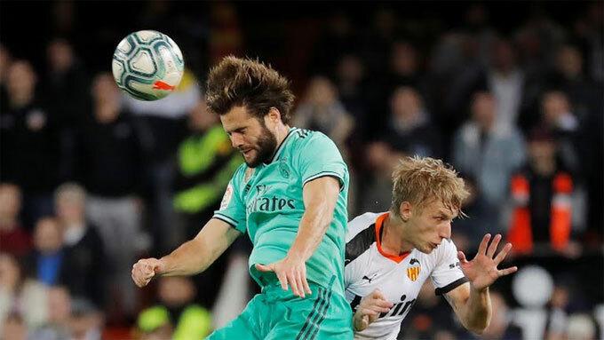 Benzema cứu Real ở phút bù giờ
