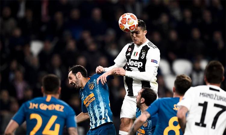 Cristiano Ronaldo - siêu nhân trên không trung