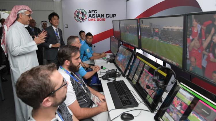 VAR được AFC thử nghiệm và cho kết quả tích cực từ giai đoạn tứ kết Asian Cup 2019 hồi đầu năm. Ảnh: AFC.