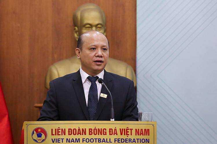Ông Lê Trọng Khương  - Tổng giám đốc Hưng Thịnh Land phát biểu tại Lễ ký kết tài trợ bóng đá nữ sáng 23/12, tại trụ sở VFF.