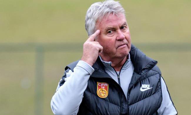 Hiddink bị sa thải chỉ sau một năm làm việc ở Trung Quốc. Ảnh: Sina.
