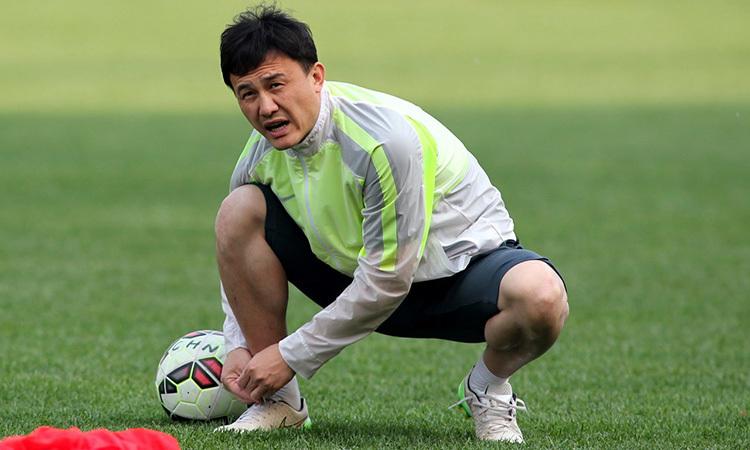 HLV tạm quyền của U23 Trung Quốc - Hác Vĩ. Ảnh: Osports.