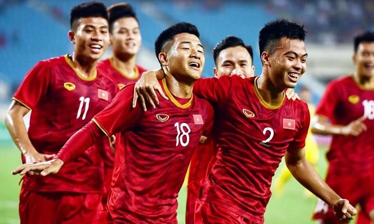 Niềm vui của Việt Nam sau trận thắng Brunei ở vòng loại U23 châu Á. Ảnh: Giang Huy.
