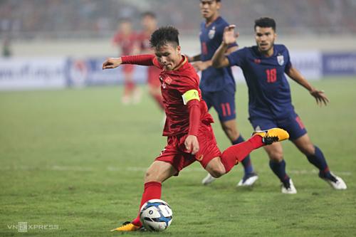 Quang Hải và đồng đội trội hơn đối thủ về mọi mặt ở cuộc trạm chán tối 26/3. Ảnh: Xuân Bình.
