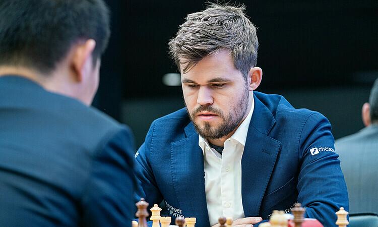 Carlsen khởi đầu không tốt nhưng thắng ba ván cuối hôm 27/12 để độc chiếm đỉnh bảng. Ảnh: Wrbc.