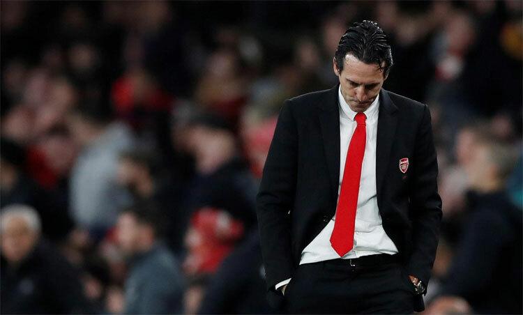 Unai Emery không còn lựa chọn nào khác hơn ra đi sau khi Arsenal rơi xuống giữa bảng Ngoại hạng Anh. Ảnh: Reuters