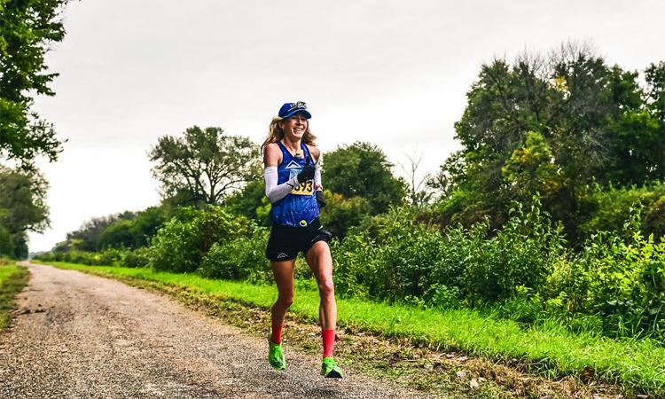 Ở tuổi 33, Herron nhận ra chạy bộ siêu dài là niềm đam mê và sống hết mình với đam mê ấy. Ảnh: Camille Herron.