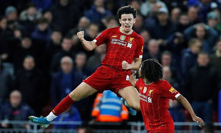 Bàn thắng này giúp Liverpool tránh phải đá lại với Everton, và đi tiếp vào vòng bốn. Ảnh: Reuters.