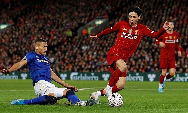Tiền vệ Nhật Bản - Minamino (phải) - ra mắt Liverpool. Ảnh: Reuters.
