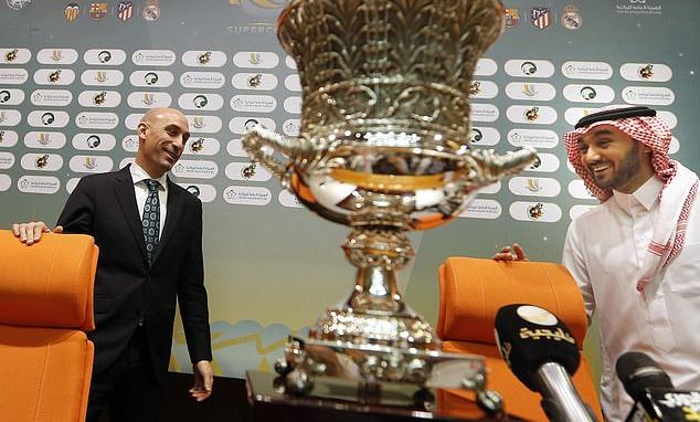 Cup Nhà vua Tây Ban Nha sẽ vắng CĐV ruột của bốn đội bóng. Ảnh: AP