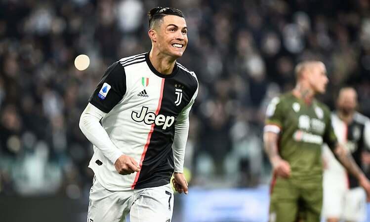Ronaldo ghi hat-trick ở trận đầu tiên trong năm 2020. Ảnh: Reuters.