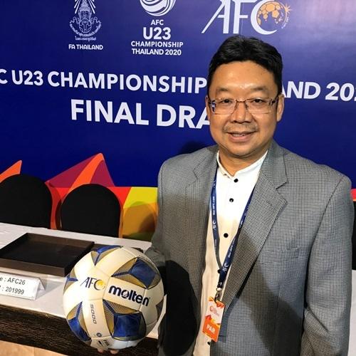 Ông Chalermsak Pimolsri - Phó tổng giám đốc marketing của Công ty 4 Oranges Co., Ltd - tham dự lễ bốc thăm chia bảng của giải đấu AFC U23 2020.