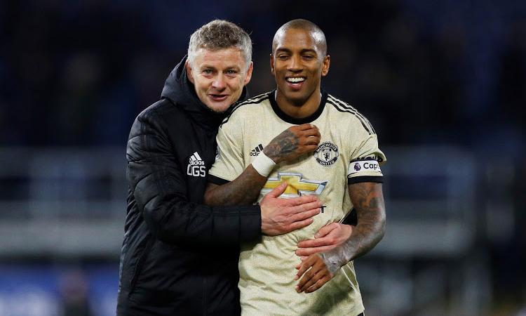 HLV Solskjaer chưa muốn Young rời Man Utd ngay trong tháng 1/2020. Ảnh: Reuters.