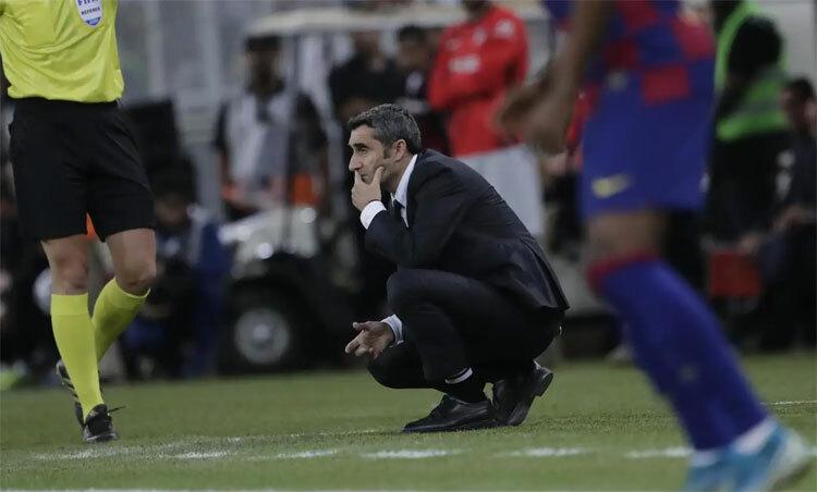 HLV Valverde đang có nguy cơ bị sa thải. Ảnh: AP