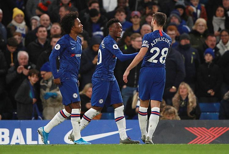Hudson-Odoi (giữa) mừng bàn thắng ấn định tỷ số cùng đồng đội. Ảnh: AFP.