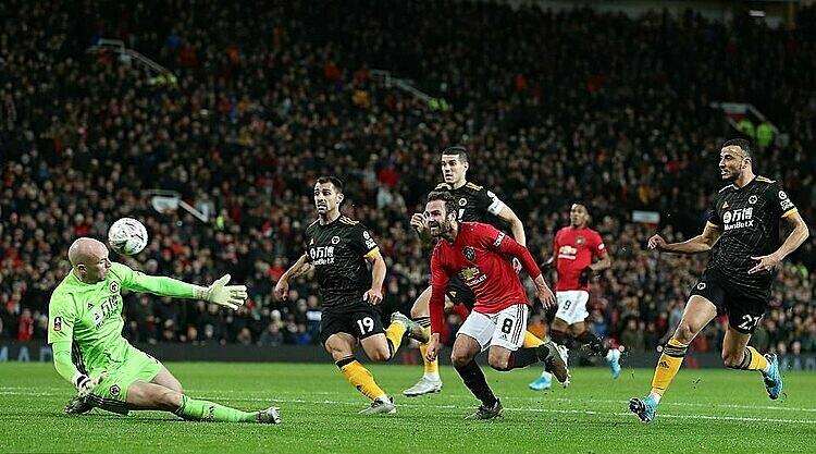 Mata (số 8) ghi bàn duy nhất của trận đấu. Ảnh: PA.