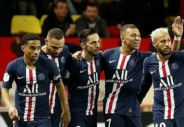 Cầu thủ PSG mừng bàn ấn định tỷ số của Mbappe. Ảnh: Reuters.