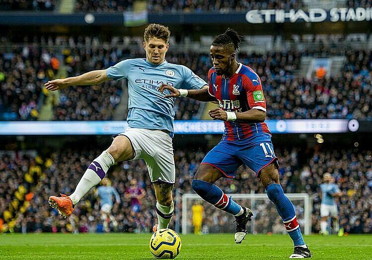 Zaha (phải) là người hùng của Crystal Palace. Ảnh: EPA.