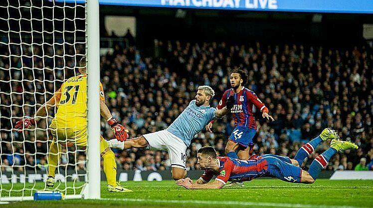 Nỗ lực của Aguero (số 10) không đủ giúp Man City chiến thắng. Ảnh: Reuters.