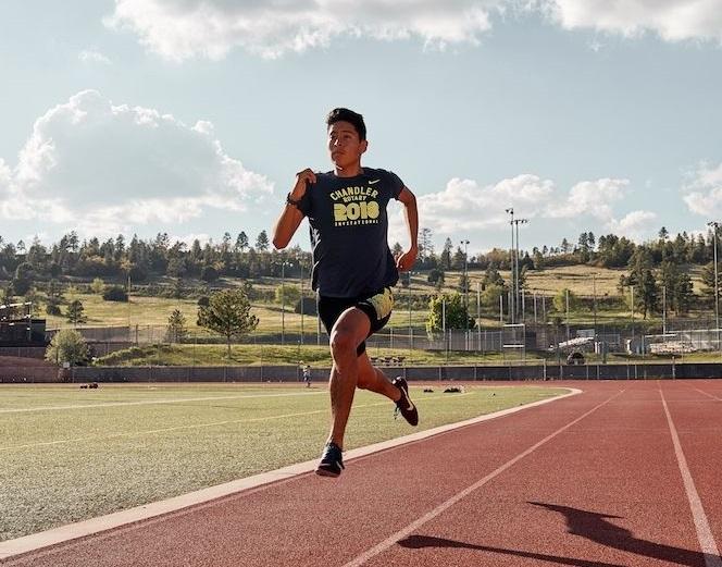 Chiều dài sải chân trên thực tế có ảnh hưởng đến kết quả chạy. Ảnh: Runners World.