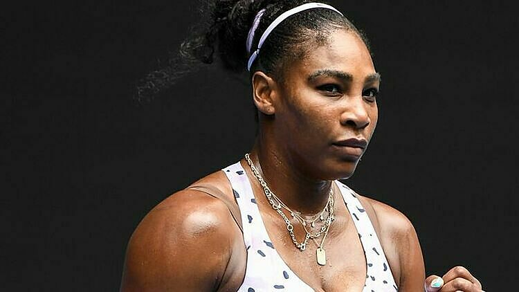 Serena chỉ thua ba game ở vòng một. Ảnh: Sky.