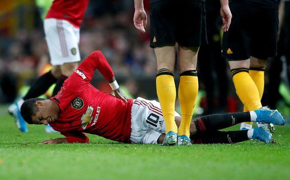 Rashford bị chấn thương lưng trong trận thắng Wolves 1-0. Ảnh: PA.