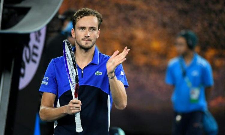Medveved tỏ ra không vui với chiến thắng nhọc nhằn ở vòng ra quân Australia Mở rộng hôm 21/1. Ảnh: AFP.