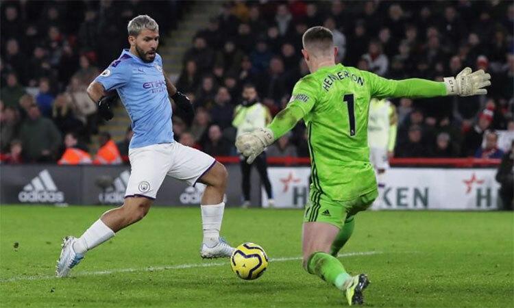 Aguero ghi bàn thứ tám chỉ trong năm trận gần nhất cùng Man City. Ảnh: Reuters.