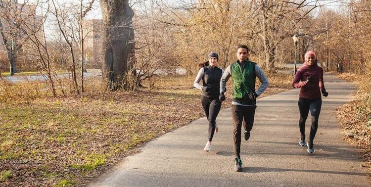 Việc thay đổi đường chạy giúp runner có thể làm quen với nhiều địa hình khác nhau và khiến việc tập luyện không bị nhàm chán.Ảnh: Runnersworld