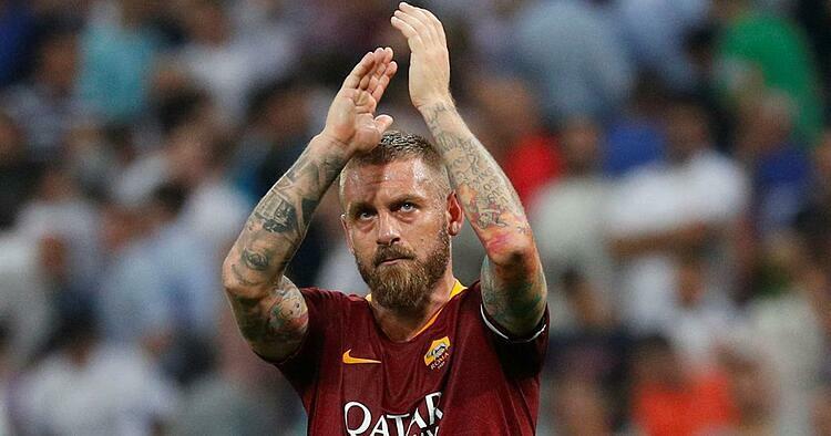 De Rossi khi còn thi đấu cho Roma - đội bóng anh gắn bó gần như trọn vẹn sự nghiệp cầu thủ chuyên nghiệp.